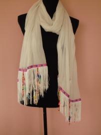 Sjaal wit met houten kraaltjes