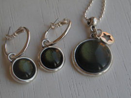 Oorbellen + ketting shinny army green