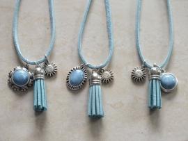 Ketting met een pearl shine sky bleu cabochon