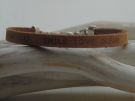 Leren armband smile, love, dream cognac