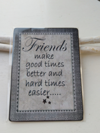 "Tekstbord "" Friends make good times better"""