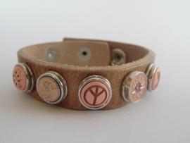 Leren armband met 5 minidrukkers roze
