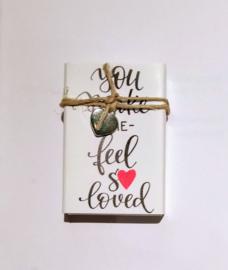 """Liefs in een doosje """"you make me feel so loved """""""
