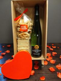 cadeaupakket Valentijn koekjes en lokale wijn