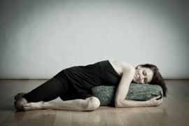 Workshop Restorative Yoga for teachers - Yoga Point Leidsche Rijn - zondag 8 december - 12.15 tot 15.15 - Anne Larue