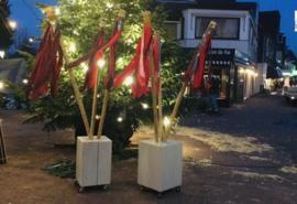 Rode kerstvlaggen  voor Kerstmarkt