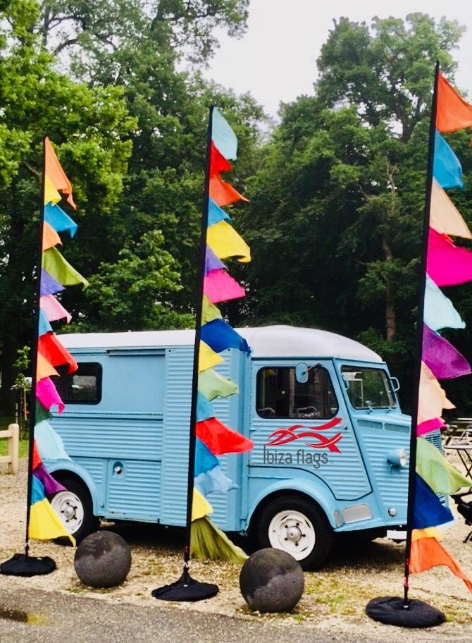 festival aankleding vlaggen kleuren