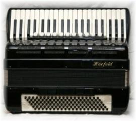 Herfeld 96 bassen 3-korig 5+3 registers