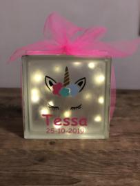 Unicorn met naam op glasblok met licht