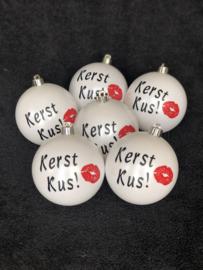 Kerstbal met de groet Kerst Kus