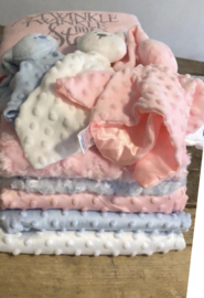Geboorte/kraampakket dekentje met naam/tekst en knuffel met naam