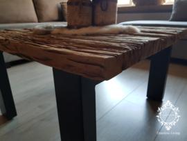 Salontafel Jeremias - Sober industrieel oud hout wagondelen 80 x 80 cm.