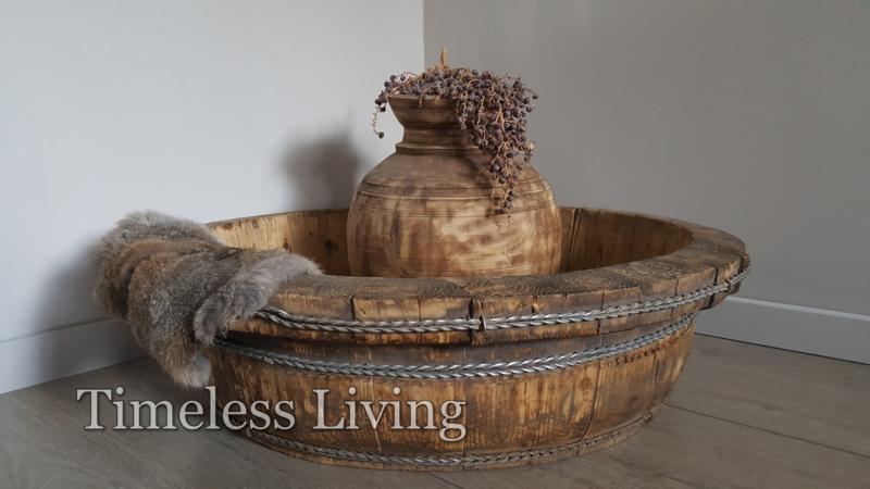Stoere origineel oud houten olijfbak XXL - ∅  68 cm. no. 5
