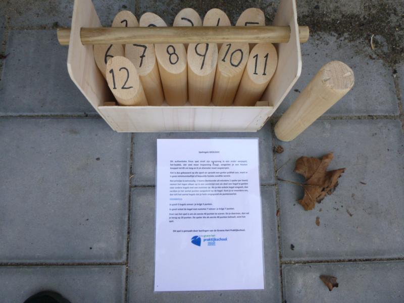 Fins Kegelspel in houten kist.