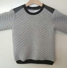 Sweater stoer schouderstukken - Maat 110