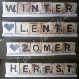 Seizoenen pakket (Scrabble letters en plank)