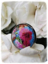 Ring - Roze Dahlia met blauwe achtergrond