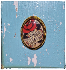 Broche Old-school tattoo One red rose forever (goudkleurig)