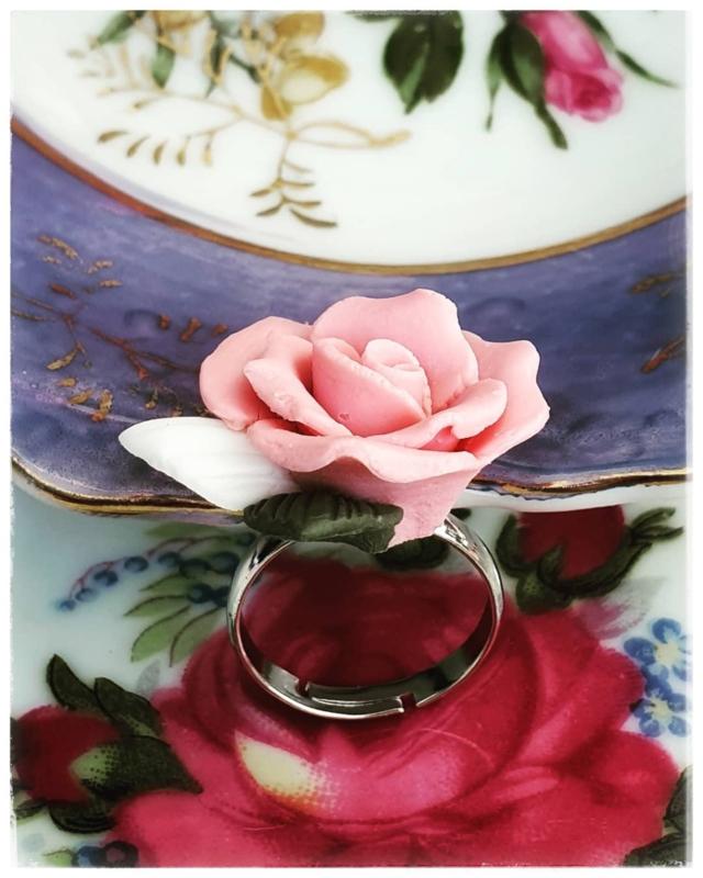 Ring - Porseleinen roos