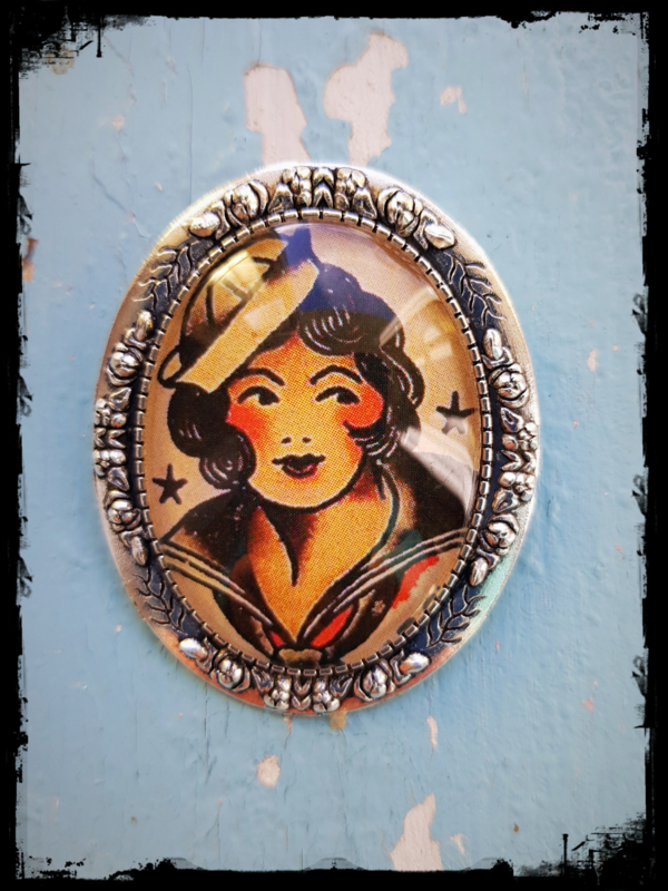 Broche - Tattoo - Navy girl