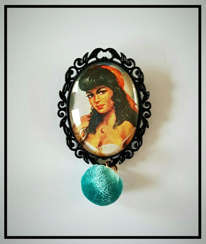 Broche - Retro Zigeunermeisje blauw velvet