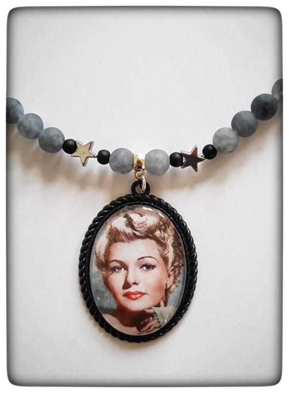 Ketting - Rita Hayworth - smokey gray