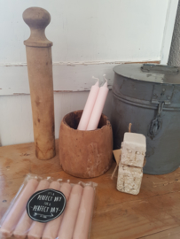Oude houten kegel