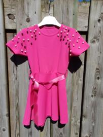 Roze jurk met parels
