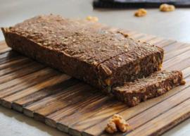 Noets notenbrood met zaden en pitten (als ontbijt of lunch)