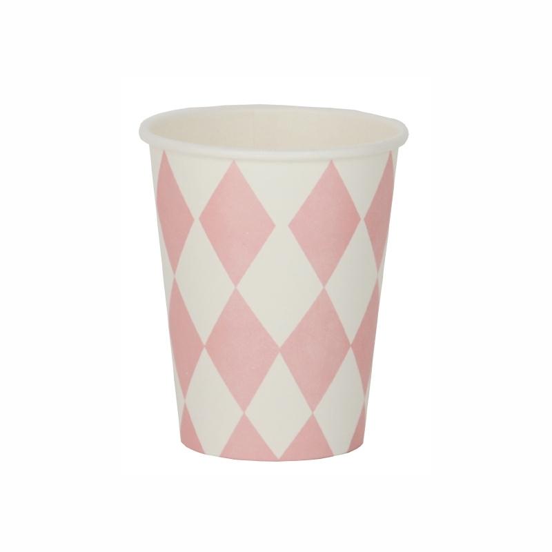Papieren bekers ruiten licht roze