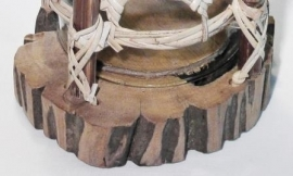 Kandelaar van hout en bamboe