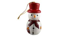 houten sneeuwman rode hoed