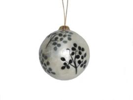 Kerstbal met zwarte en grijze bessen