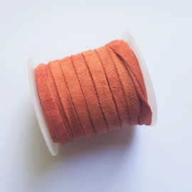 Suede plat peach bud - 4 tot 5mm breed