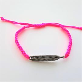 Armbandje satijnkoord neon roze