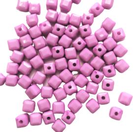 Acryl facetkraaltje kubus lilaroze - 5x5mm
