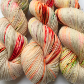 Sock yarn poppy