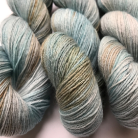 Sock yarn dove