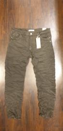 6343 Jeans Karo K736 -6 olijf groen  t/m 48
