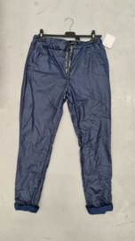 6346 Broek Ate coated leather look donker blauw t/m 48
