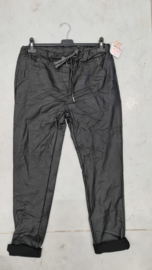 6346 Broek Ate coated leather look zwart t/m 48