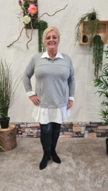 7018 Trui met vaste blouse licht grijs t/m 48
