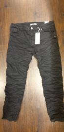 6343 Jeans Karo K8203-1 met bies zwart  t/m 48