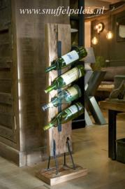 Stoer houten wijnrek