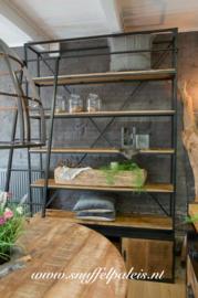 Open wandkast metaal met ladder