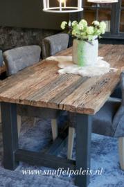 Stoer houten eettafelblad
