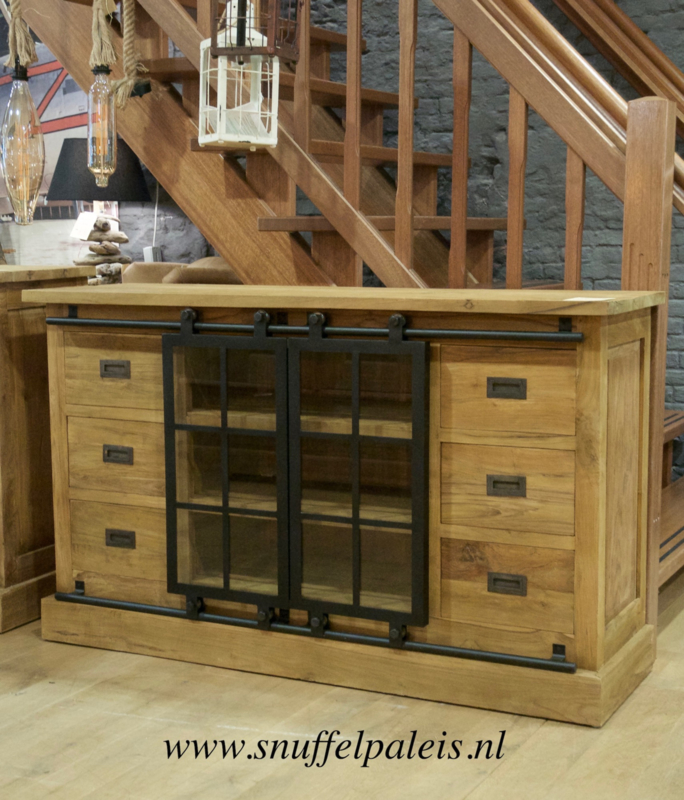 Industrieel dressoir BAS