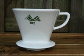 Melitta koffiefilterhouder wit porselein met groene letters nr. 102 met 3 gaatjes