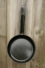 Klein zwart metalen steelpan (art.nr. 337)