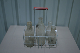 Flessenrek met 6 melkflessen o.a. UMI A. Broers